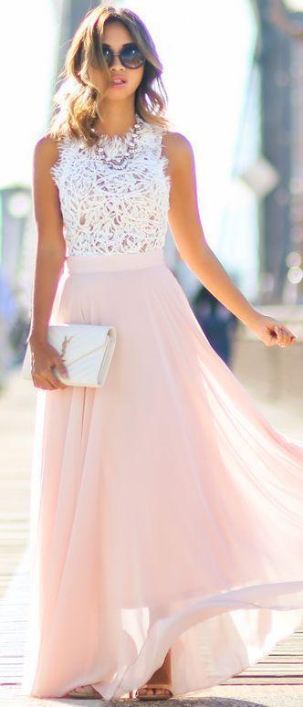 Robe en mousseline longue rose et haut dentelle sans manche