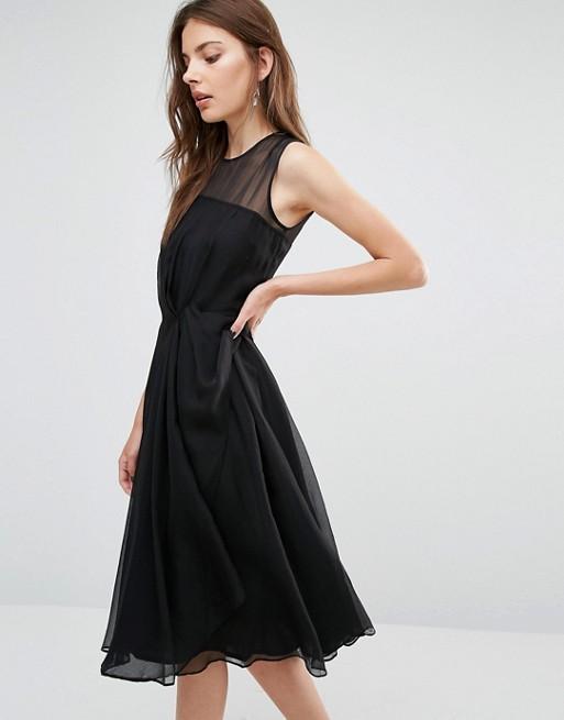 Robe mi longue en mousseline noire avec jeu de transparence sans manche