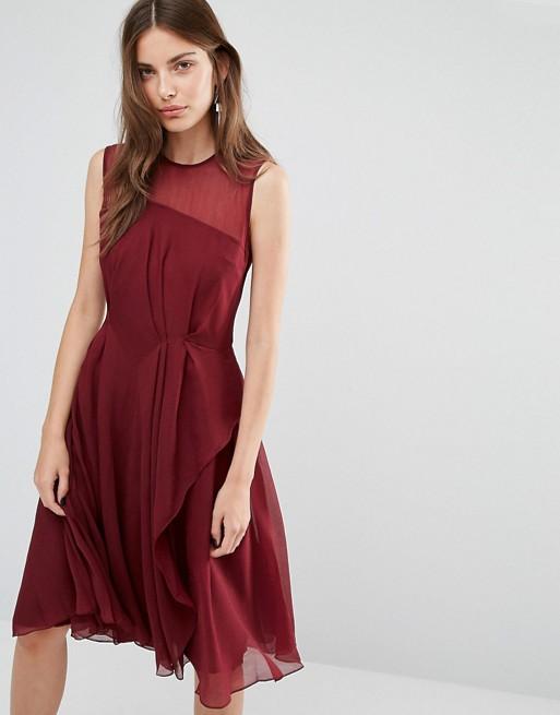 Robe rouge mi longue avec mousseline sans manche