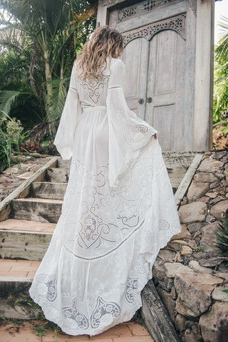 Magnifique robe longue blanche de bohemienne chic