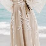 Ravissante robe de mariee longue hippie voile et dentelle blanc casse
