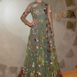 Robe longue boheme tres chic vert et multitude de fleurs