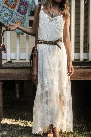 Robe longue boho chic blanche fine bretelle et transparence