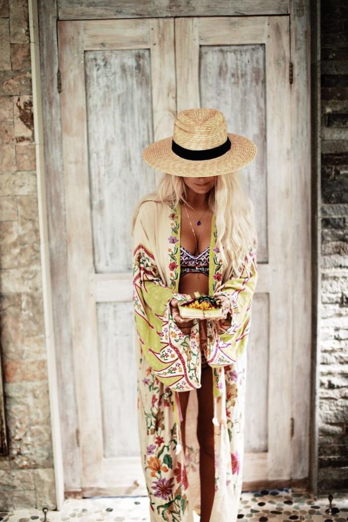 Robe longue hippie ouverte devant tres coloree et originale