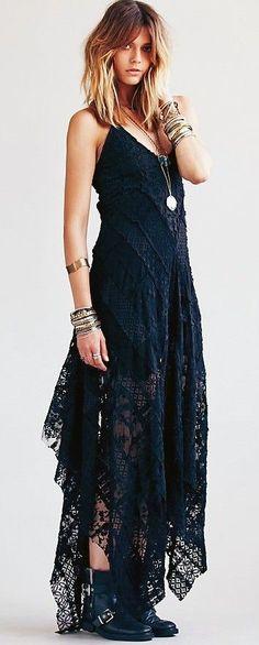 Robe longue noire ete a bretelles dentelle asymetrique