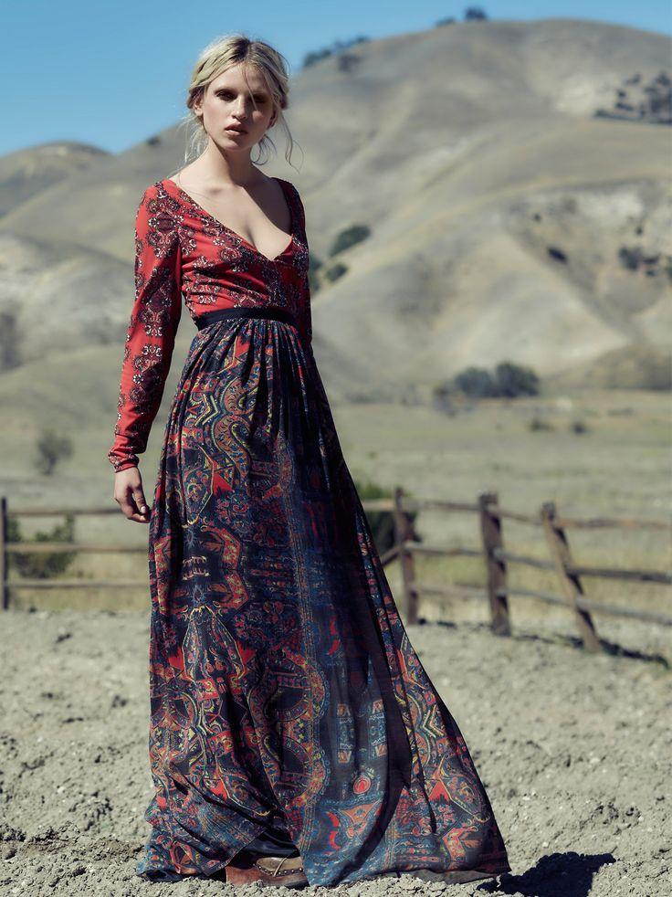 Robe longue style boheme rouge manche longue et jupon avec motifs riches