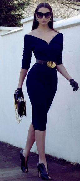 Robe mi longue noire ultra moulante epaule denudee facon kim kardashian
