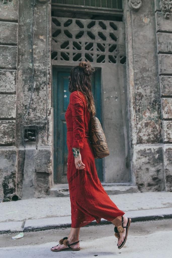 Robe rouge manches longues et longue boheme