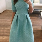 Ravissante robe mi longue habillee et ajuste bleu ciel avec plis taille haute