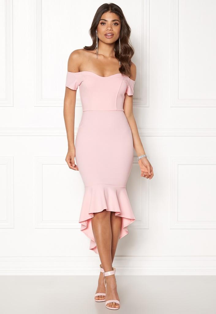 Robe bretelles tombantes rose pale avec volants mi longue
