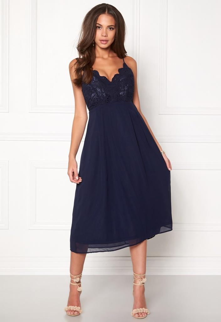 Robe mi longue fine bretelle esprit lingerie dentelle bleu marine