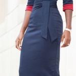Robe moulante bleu marine revers rouge mi longue habillee ceinturee