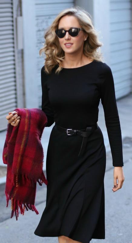 Robe noire manche longue ceinture mi longue habillee