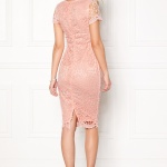 Robe rose pale crochet mi longue