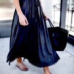 Robe soie noire longueuer dessus cheville tres elegante et originale