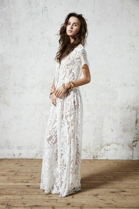 Belle robe longue dentelle boheme manche courte