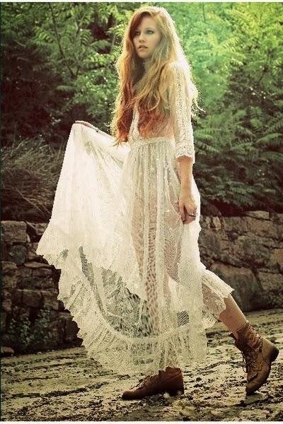 Belle robe longue dentelle boheme vintage a avoir dans son dressing