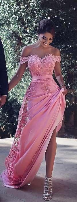 Jolie robe longue dentelle rose a fines bretelles