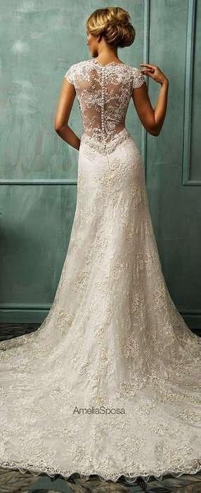 Ravissante robe blanche extremement longue dentelle mariee