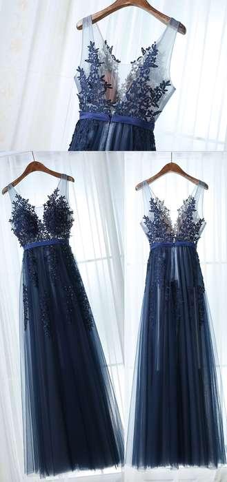 Robe bleu marine bretelles transparentes en dentelle tres longue