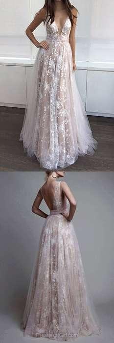 Robe longue dentelle dos nu et decollete pour mariee