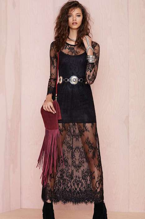 Robe longue dentelle noir sur manches longues et longueur de la tenue