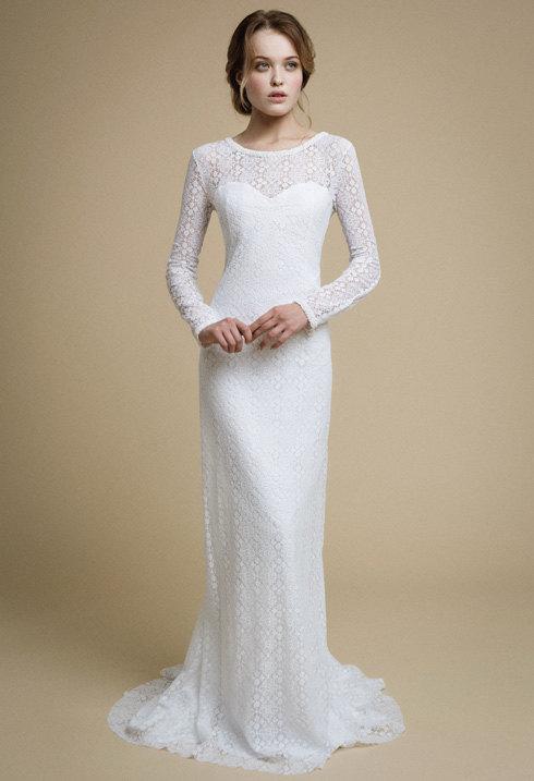 Robe longue simple et elegante en dentelle blanche