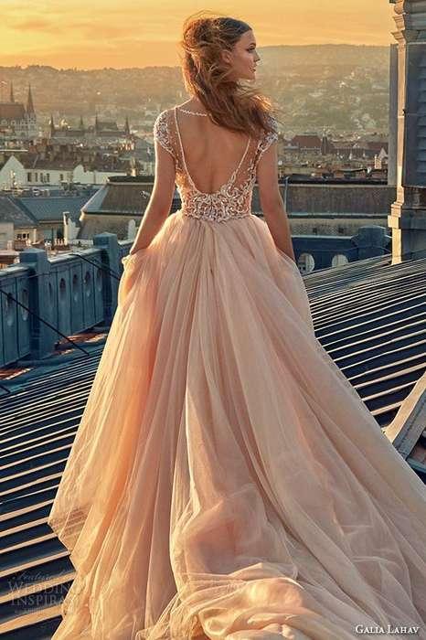 Superbe robe longue dentelle rose avec longue traine