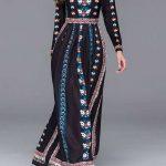 Belle robe longue a manche longue avec imprime bleu et rouge