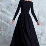 Jolie robe maxi longueur noire epuree manche longue