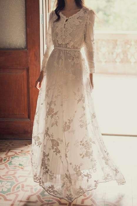 Ravissante maxi robe blanche motif floral pour mariee avec manches longues