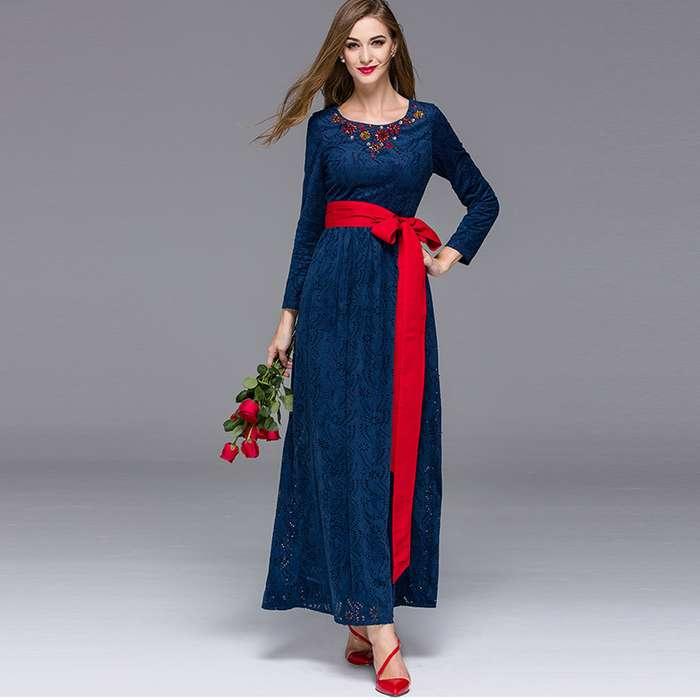 Robe bleu marine dentelle longue a manche longue et ceinture rouge