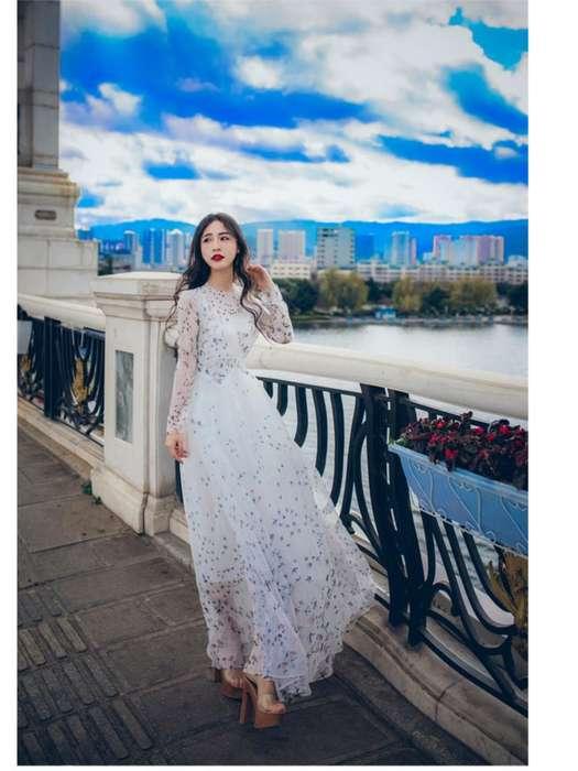 Robe de mariee longue en dentelle avec manches longues