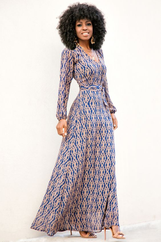Robe longue avec jolie coupe et manche longue