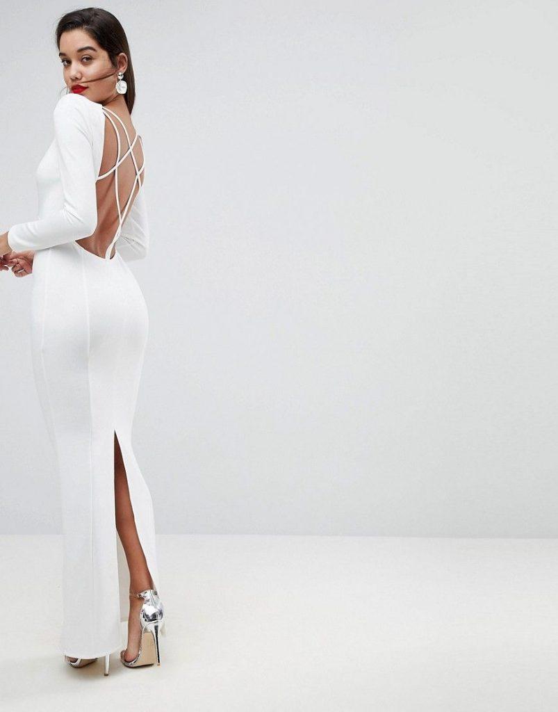 Robe longue blanche dos nu avec manche longue fendue derriere dessus genou