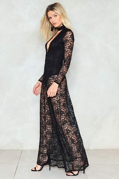 Robe transparente noire longue a manche longue en dentelle
