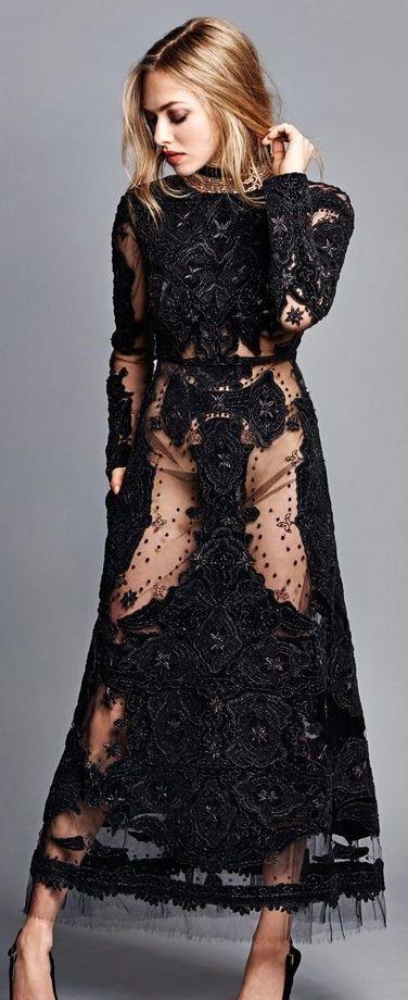 Magnifique robe noire dentelle et jeu de transparence de valentino
