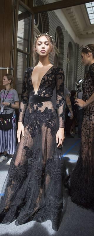 Magnifique tenue ultra feminine dentelle noire et voile maxi longue pour saint valentin