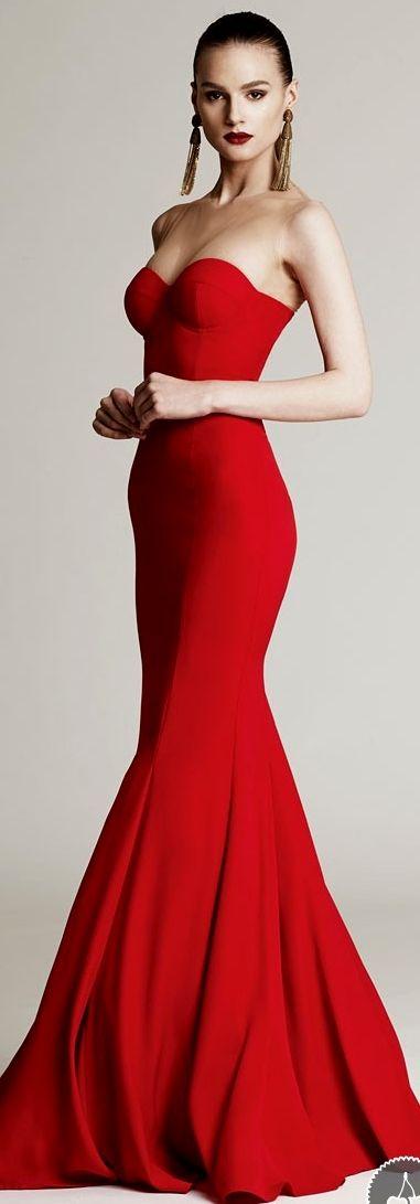 Maxi robe bustier rouge saint valentin avec jupe evasee