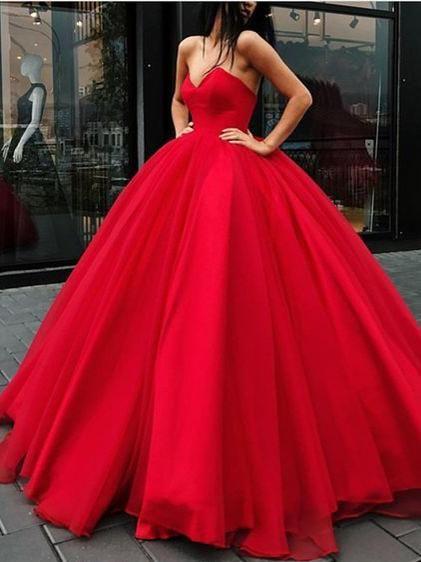 Robe de princesse dans un sublime rouge bustier speciale saint valentin