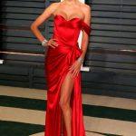 Robe de star bustier rouge tres fendue ultra glamour