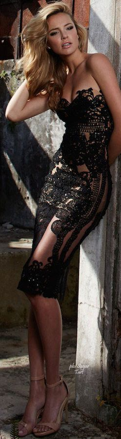 Robe glamour noire mi longue dentelle pour saint valentin