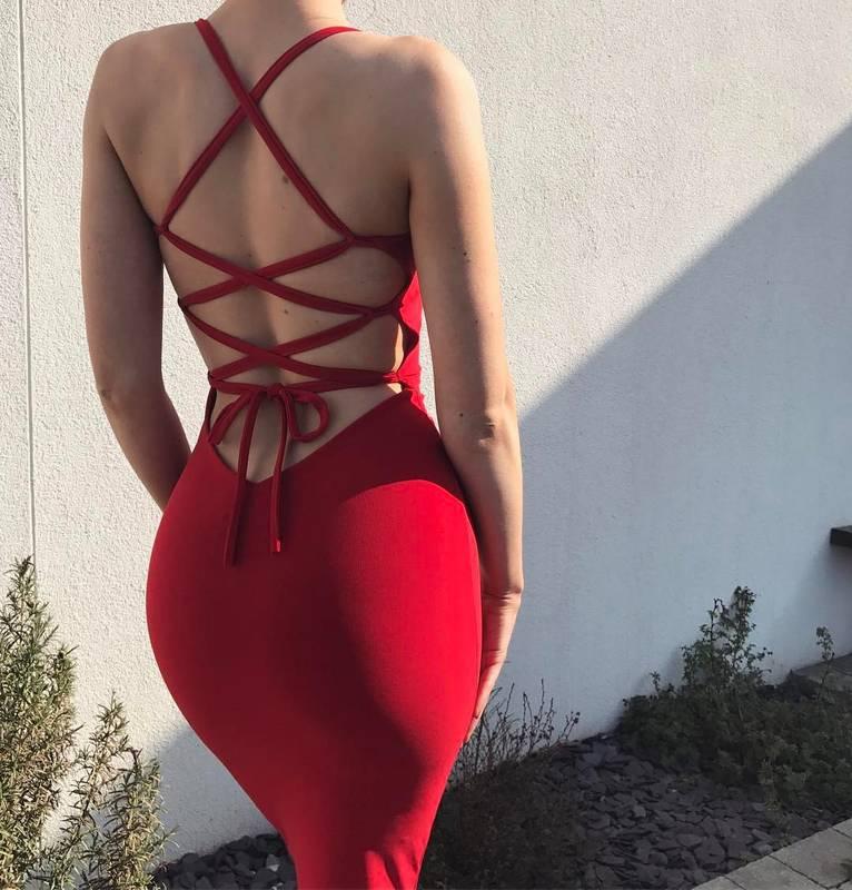 Robe speciale saint valentin dos denude entrelace et jupe moulante rouge