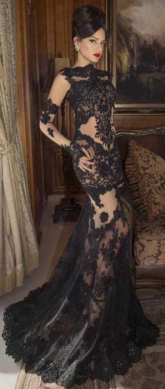 Robe tres longue dentelle et transparence pour saint valentin glamour